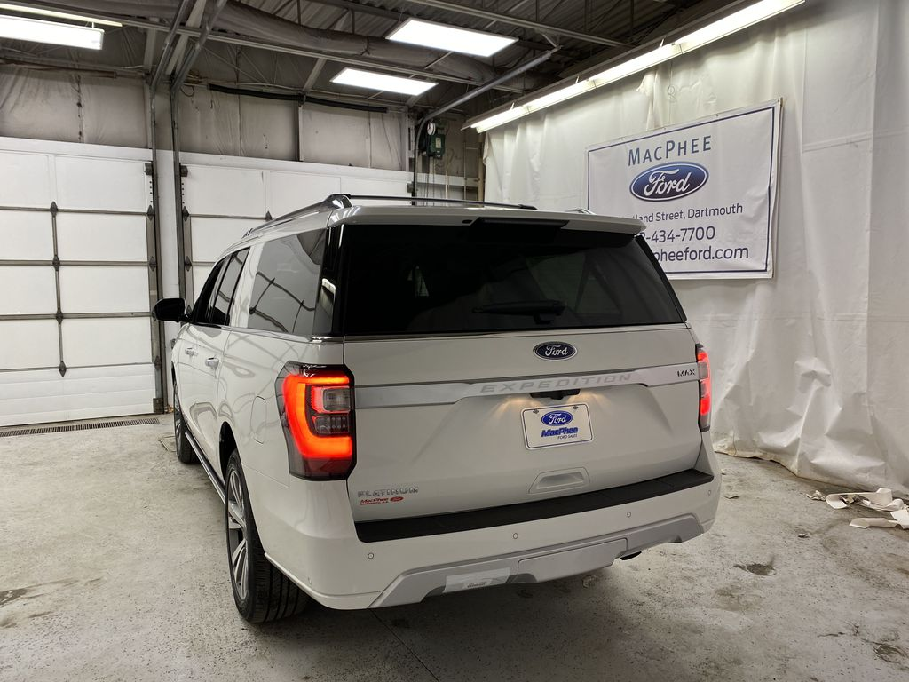 White[Star White Platinum Metallic Tri-Coat] 2020 Ford Expedition Rear of Vehicle Photo in Dartmouth NS