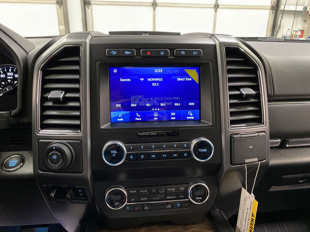 White[Star White Platinum Metallic Tri-Coat] 2020 Ford Expedition Central Dash Options Photo in Dartmouth NS