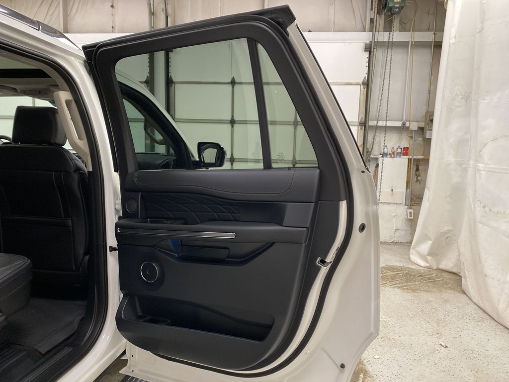 White[Star White Platinum Metallic Tri-Coat] 2020 Ford Expedition Right Rear Interior Door Panel Photo in Dartmouth NS