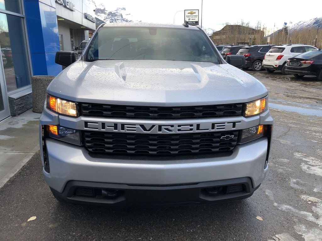 Silver[Silver Ice Metallic] 2021 Chevrolet Silverado 1500 Custom Front Vehicle Photo in Canmore AB
