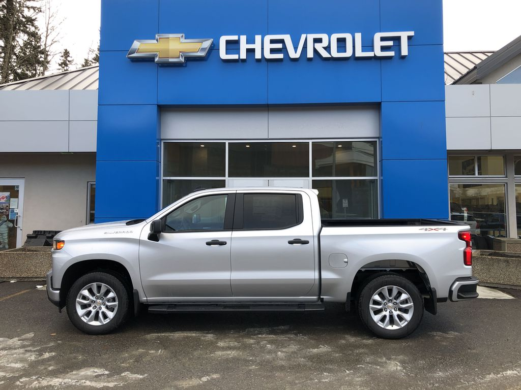 Silver[Silver Ice Metallic] 2021 Chevrolet Silverado 1500 Custom Left Side Photo in Canmore AB