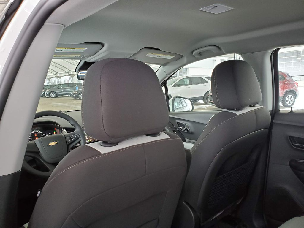 White 2021 Chevrolet Trax Central Dash Options Photo in Airdrie AB