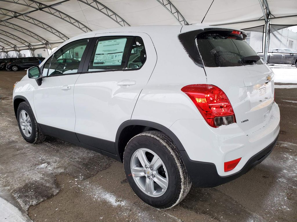 White 2021 Chevrolet Trax Center Console Photo in Airdrie AB