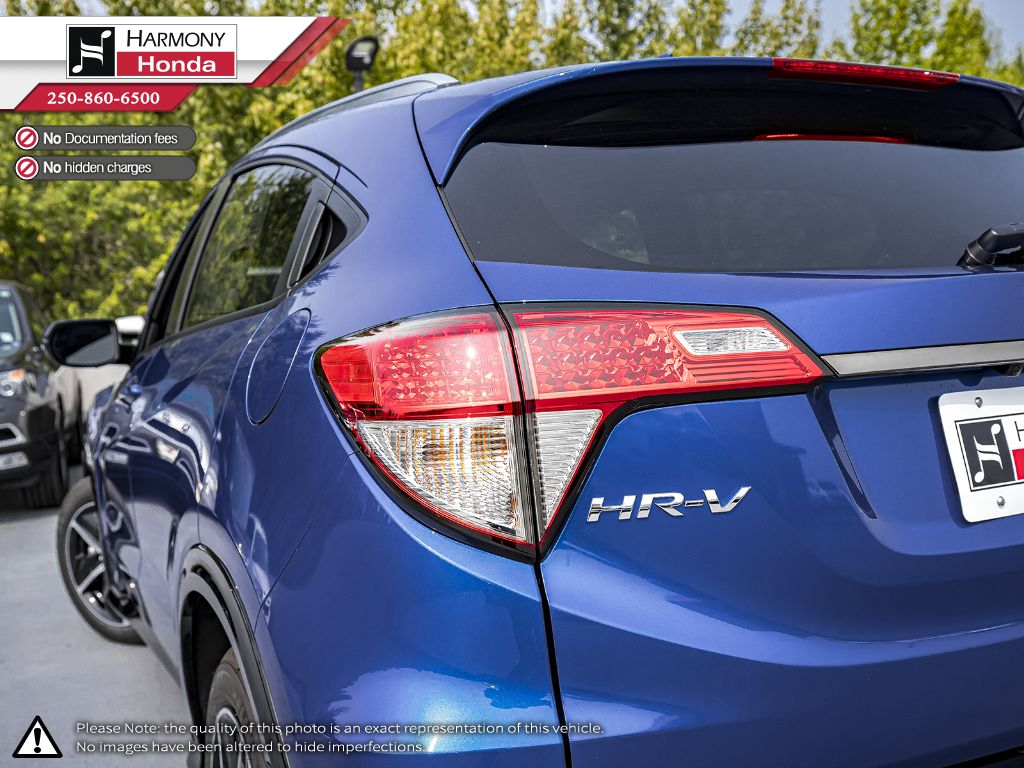 BLUE B-593M 2020 Honda HR-V Right Rear Corner Photo in Kelowna BC