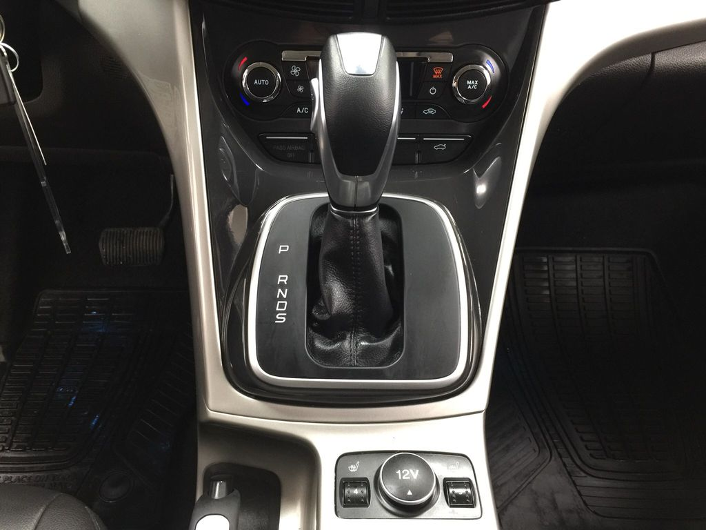 White[White Platinum Tricoat] 2013 Ford Escape SEL AWD Lower Dash Photo in Sherwood Park AB