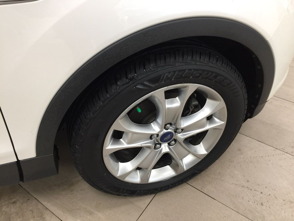 White[White Platinum Tricoat] 2013 Ford Escape SEL AWD Right Front Rim and Tire Photo in Sherwood Park AB