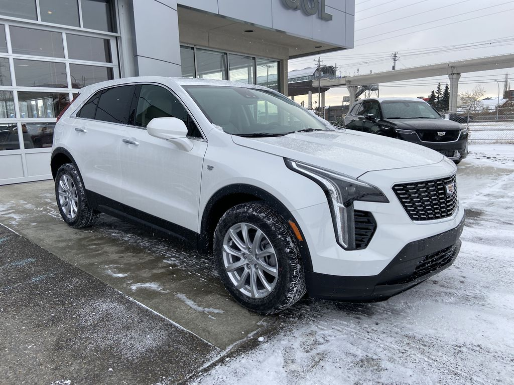 White[Crystal White Tricoat] 2021 Cadillac XT4 Luxury Right Front Corner Photo in Calgary AB