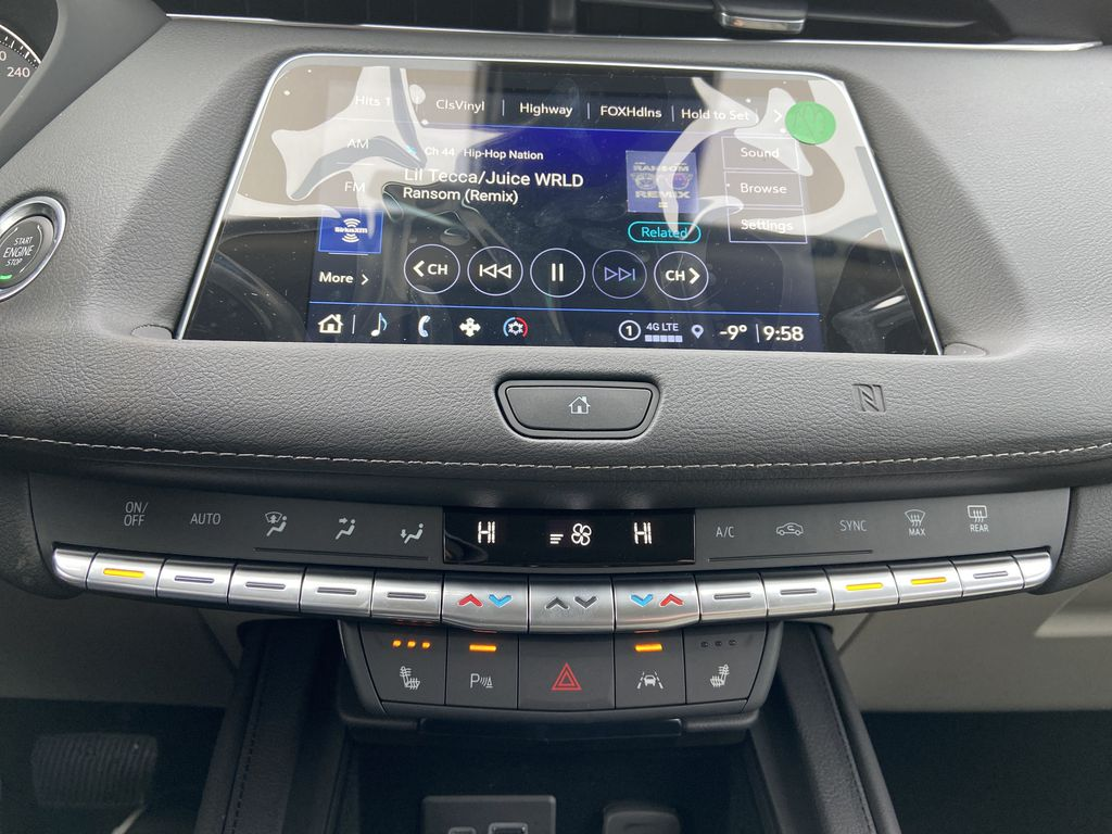White[Crystal White Tricoat] 2021 Cadillac XT4 Luxury Central Dash Options Photo in Calgary AB
