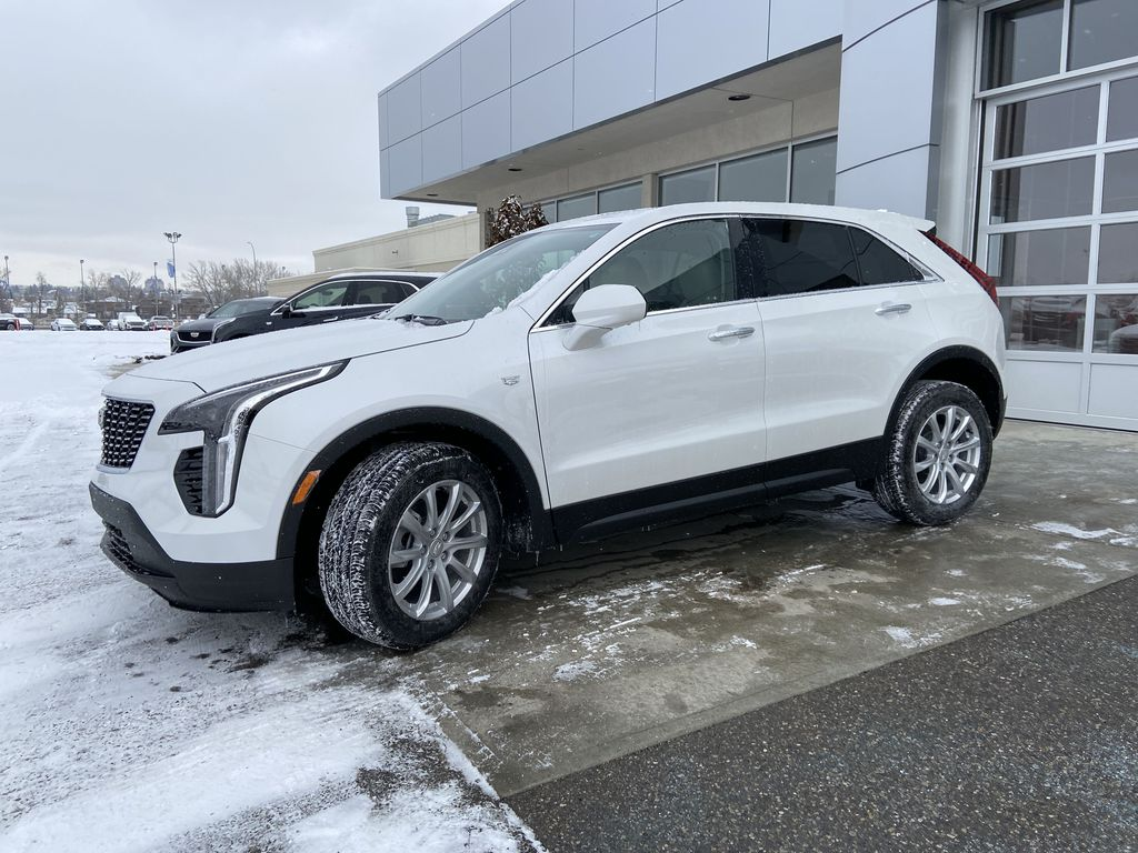 White[Crystal White Tricoat] 2021 Cadillac XT4 Luxury Left Front Corner Photo in Calgary AB
