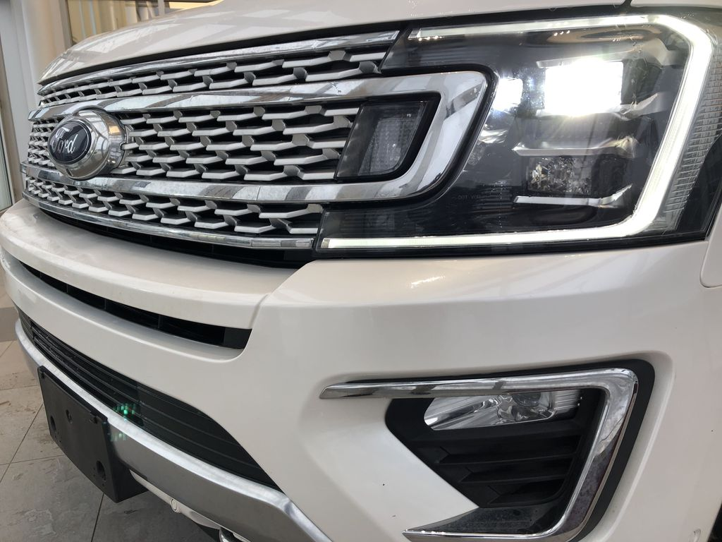 2019 Ford Expedition Left Front Head Light / Bumper and Grill in Edmonton AB