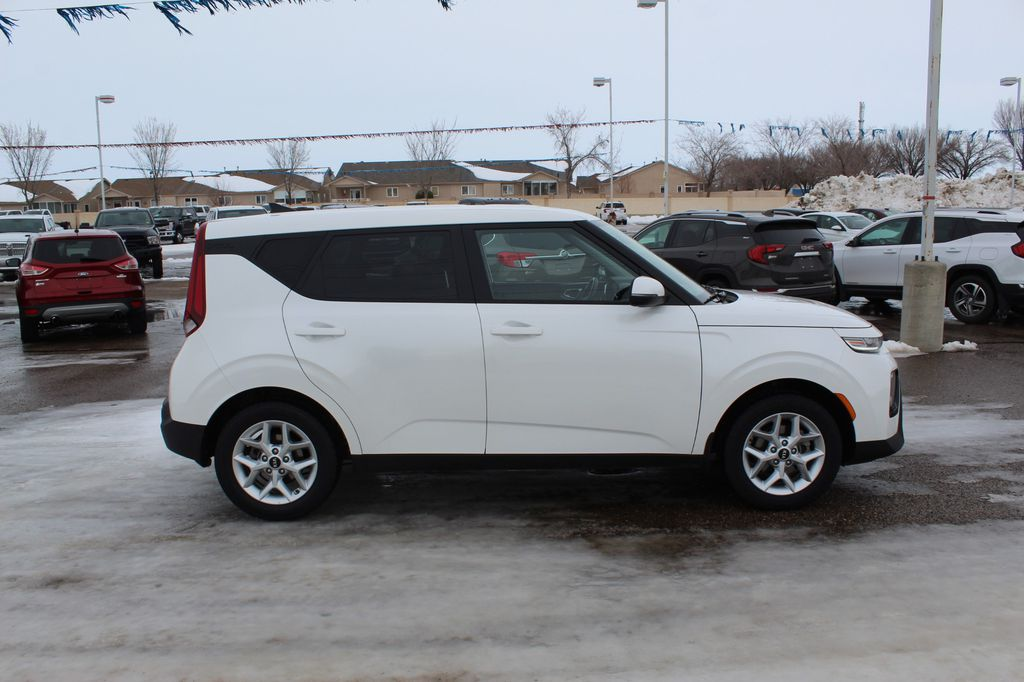 White 2020 Kia Soul Left Front Head Light / Bumper and Grill in Medicine Hat AB