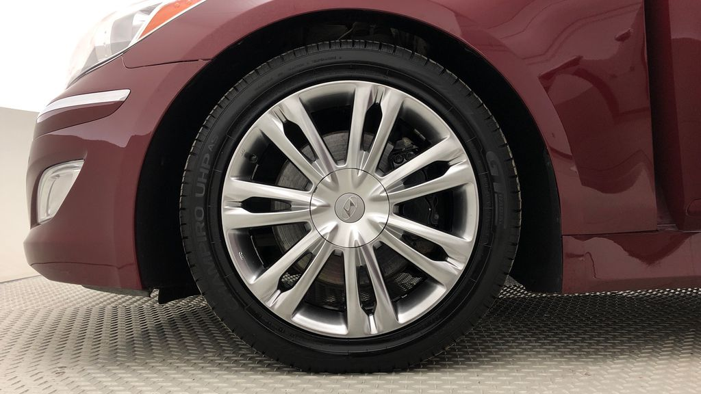 Red[Cabernet Red Pearl Mica] 2013 Hyundai Genesis Sedan 3.8 w/ Technology Package - Leather, Sunroof Left Front Rim and Tire Photo in Winnipeg MB