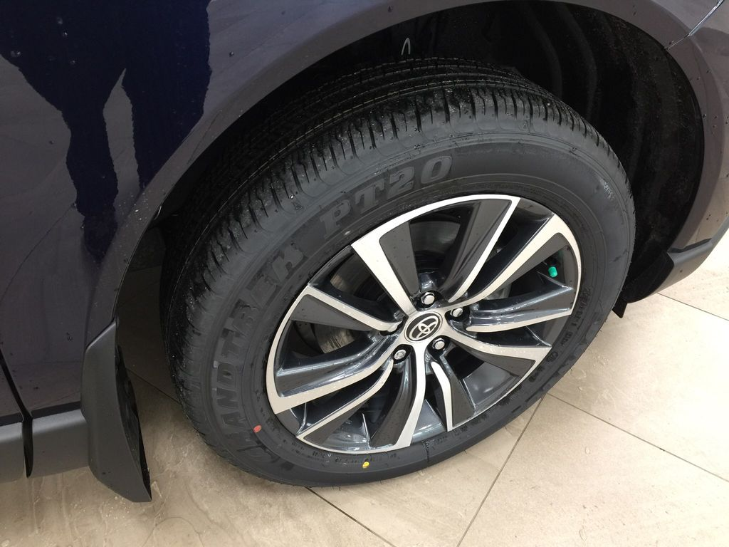 Blue[Blueprint] 2021 Toyota Venza Hybrid LE Right Front Rim and Tire Photo in Sherwood Park AB