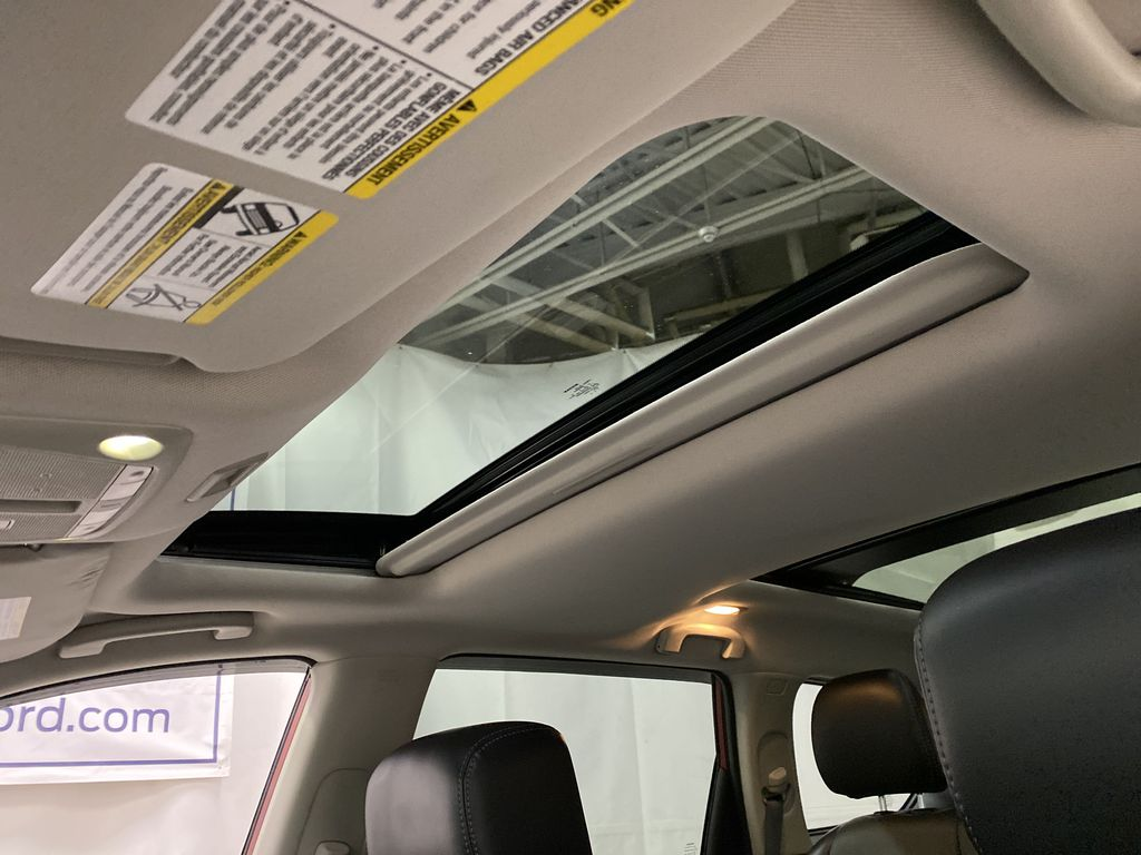 Red[Cayenne Red Metallic] 2017 Nissan Pathfinder Sunroof Photo in Dartmouth NS