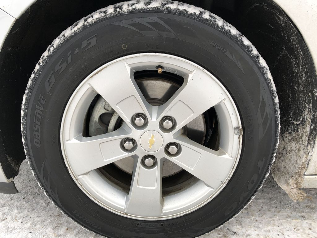 Silver[Silver Ice Metallic] 2016 Chevrolet Malibu Limited Left Front Rim and Tire Photo in Edmonton AB