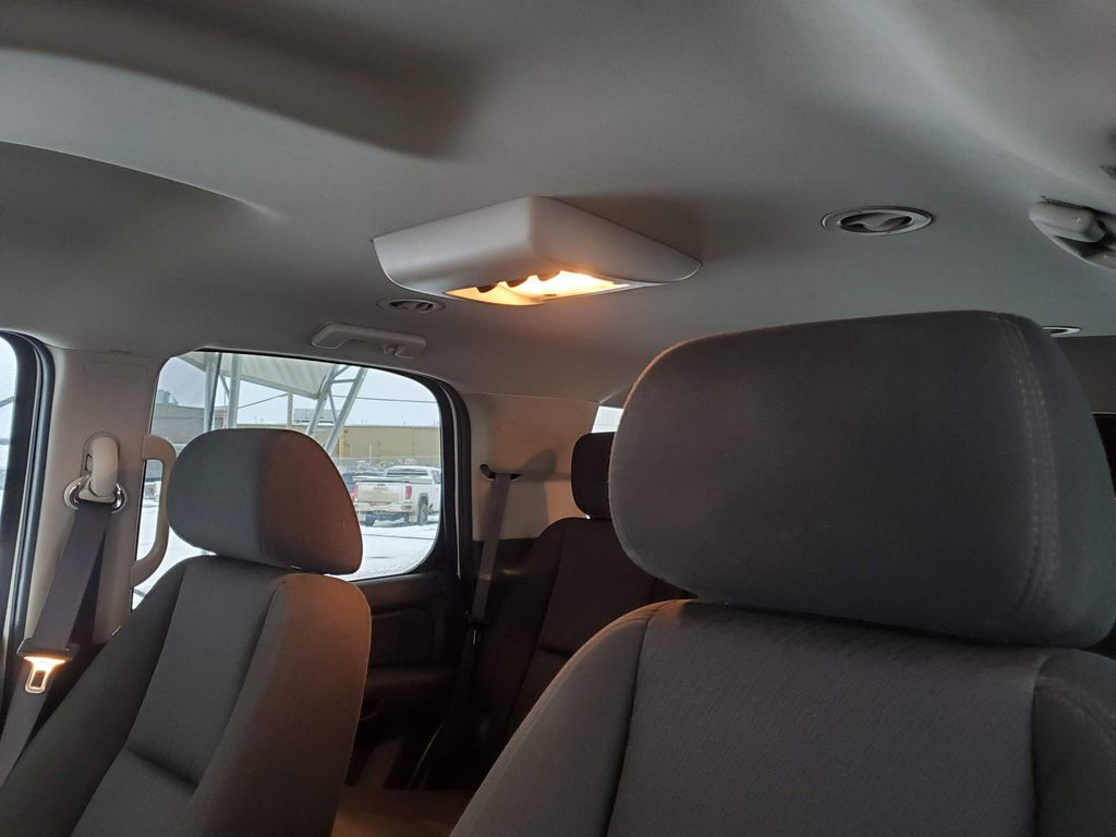 2011 GMC Yukon Driver's Side Door Controls Photo in Airdrie AB