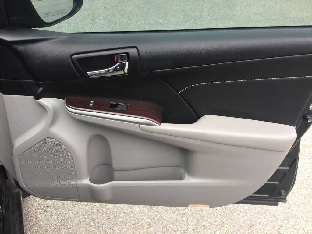 2014 Toyota Camry Right Front Interior Door Panel Photo in Brockville ON