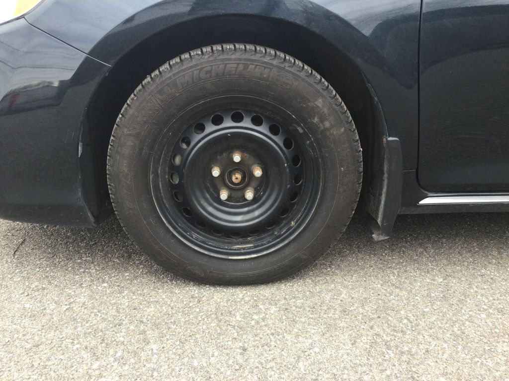 2014 Toyota Camry Left Front Rim and Tire Photo in Brockville ON