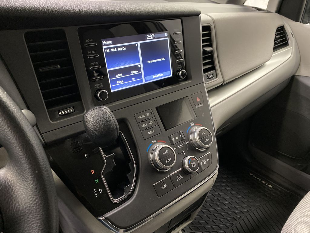 MAGNETIC 2018 Toyota Sienna Central Dash Options Photo in Dartmouth NS