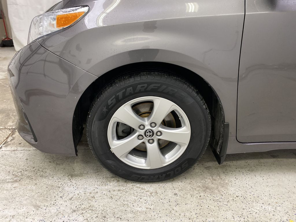 MAGNETIC 2018 Toyota Sienna Left Front Rim and Tire Photo in Dartmouth NS