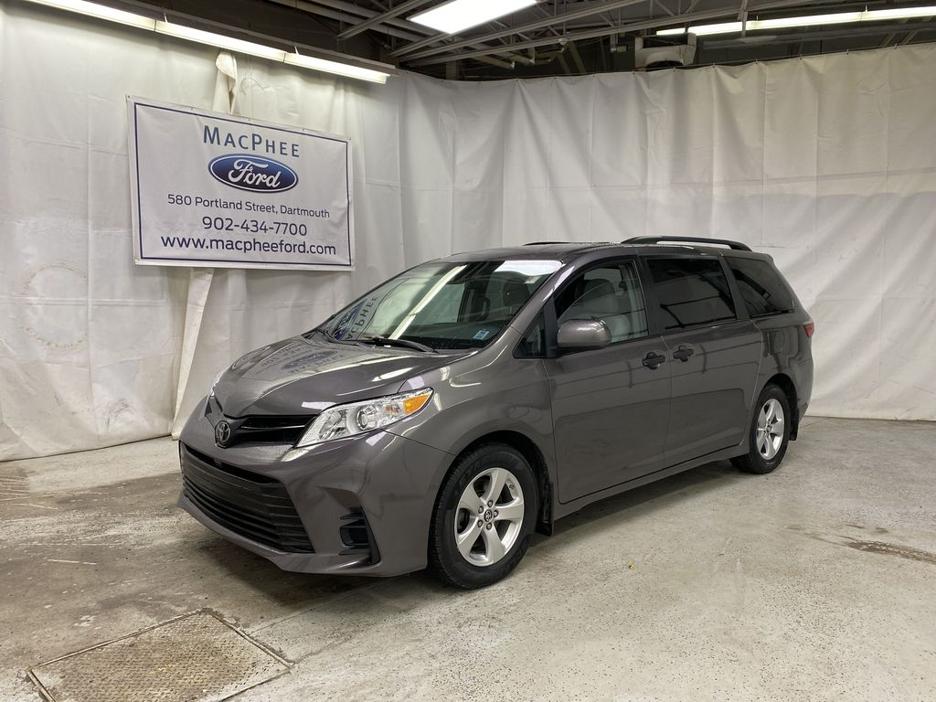 MAGNETIC 2018 Toyota Sienna