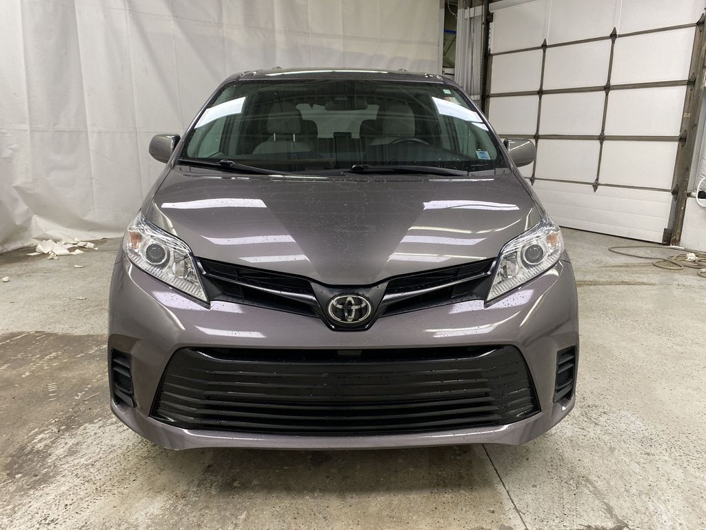 MAGNETIC 2018 Toyota Sienna Front Vehicle Photo in Dartmouth NS