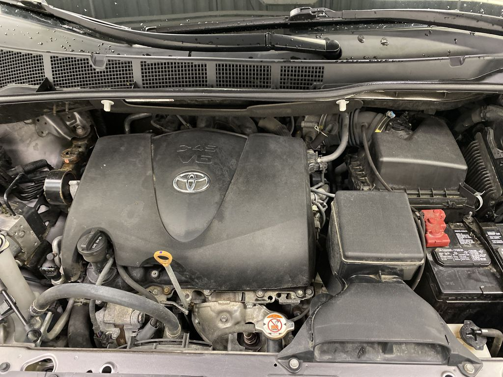 MAGNETIC 2018 Toyota Sienna Engine Compartment Photo in Dartmouth NS