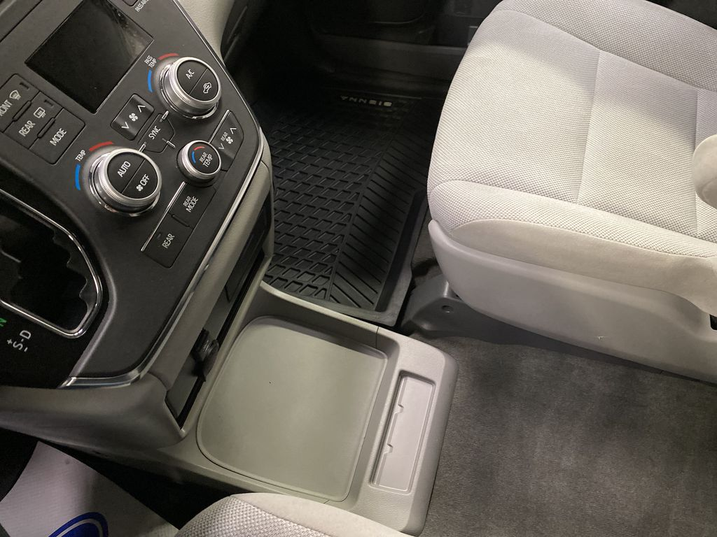 MAGNETIC 2018 Toyota Sienna Center Console Photo in Dartmouth NS