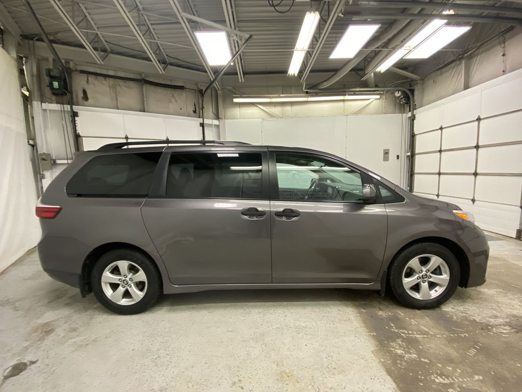 MAGNETIC 2018 Toyota Sienna Right Side Photo in Dartmouth NS