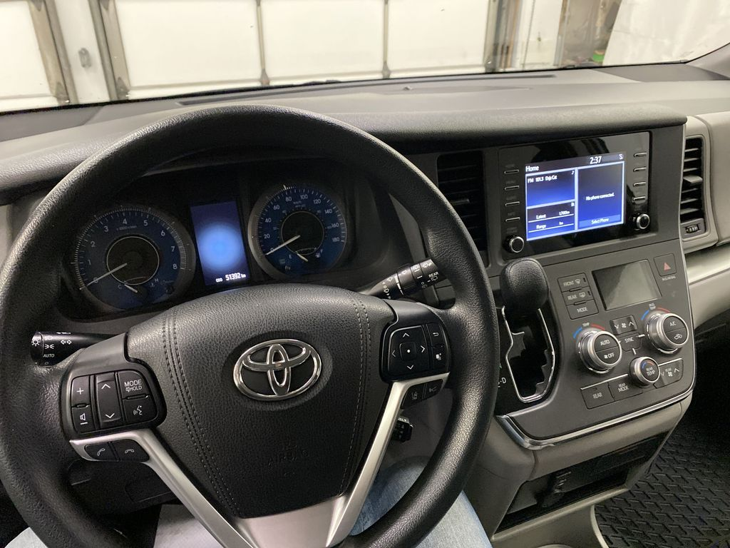 MAGNETIC 2018 Toyota Sienna Steering Wheel and Dash Photo in Dartmouth NS