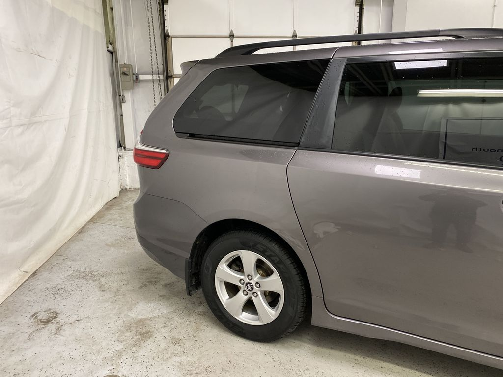 MAGNETIC 2018 Toyota Sienna Right Rear Corner Photo in Dartmouth NS