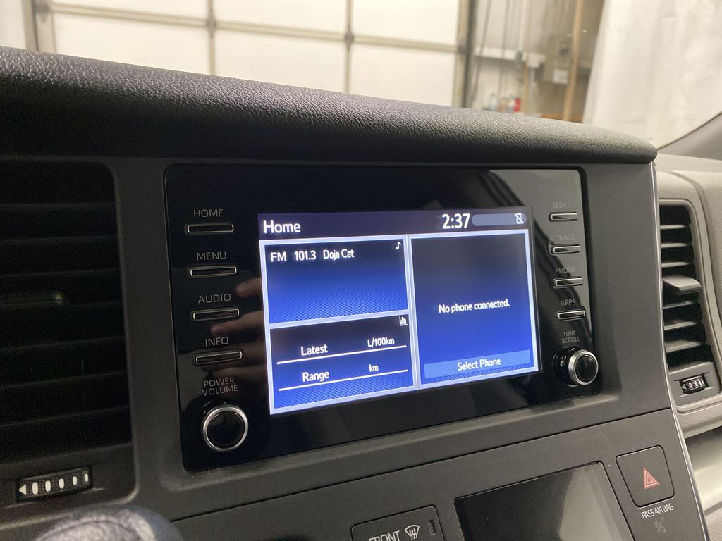 MAGNETIC 2018 Toyota Sienna Radio Controls Closeup Photo in Dartmouth NS