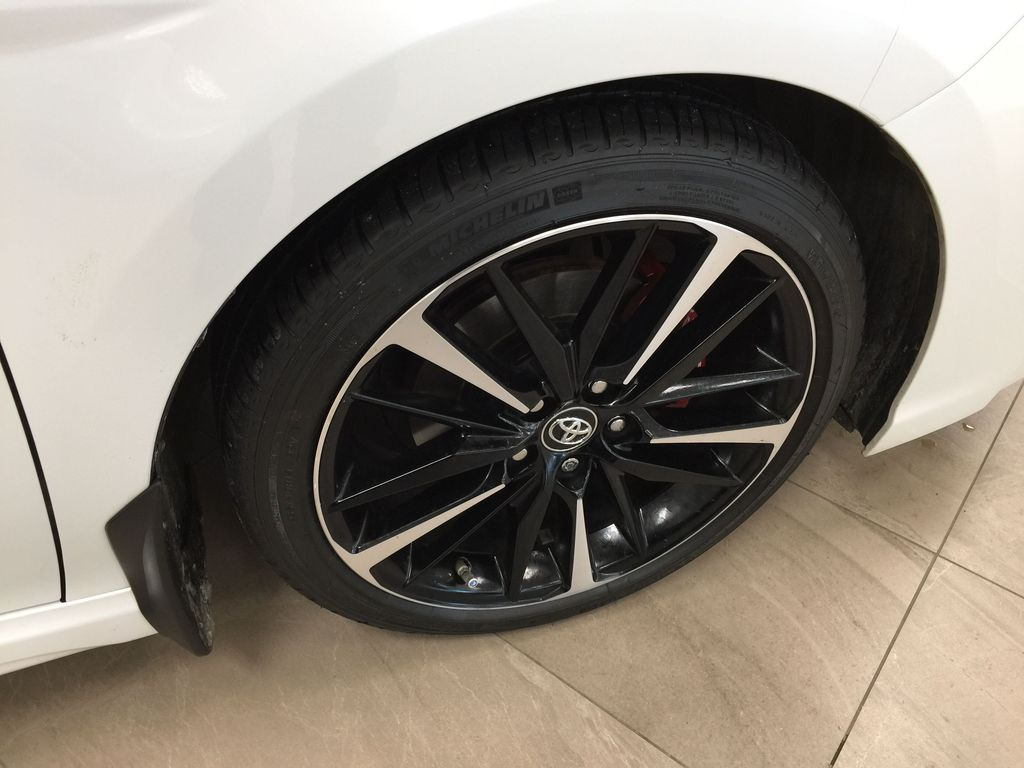 White[Platinum White Pearl w/Black Roof] 2018 Toyota Camry XSE V6 Right Front Rim and Tire Photo in Sherwood Park AB