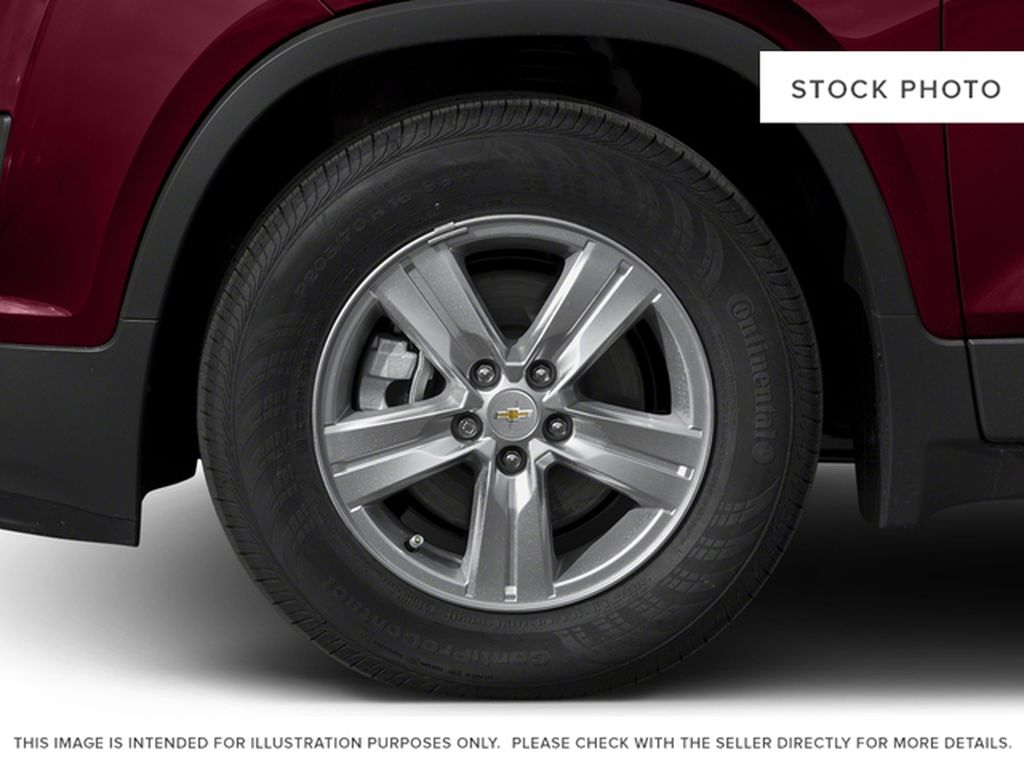 2016 Chevrolet Trax Left Front Rim and Tire Photo in Barrhead AB