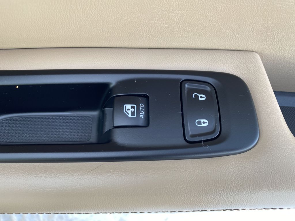 Green[Olive Green Pearl] 2019 Jeep Compass Passenger Front Door Controls Photo in Edmonton AB