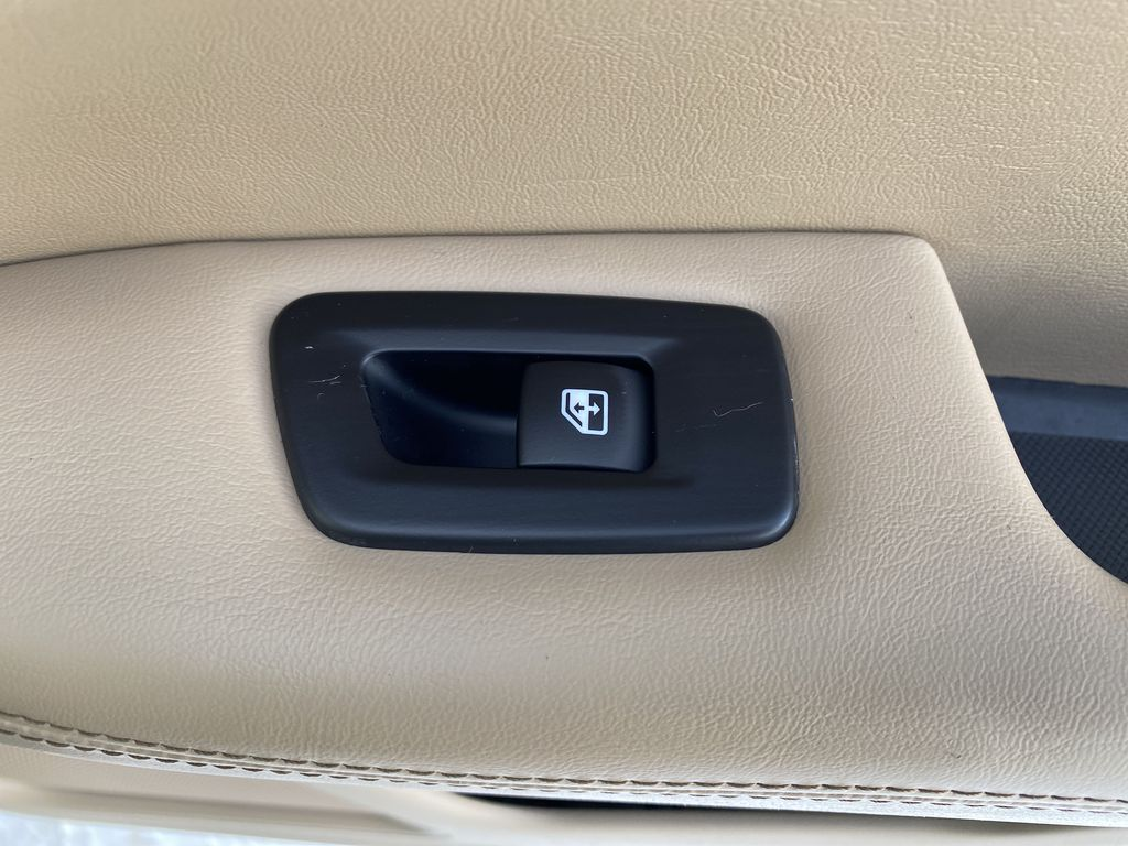Green[Olive Green Pearl] 2019 Jeep Compass Passenger Rear Door Controls Photo in Edmonton AB