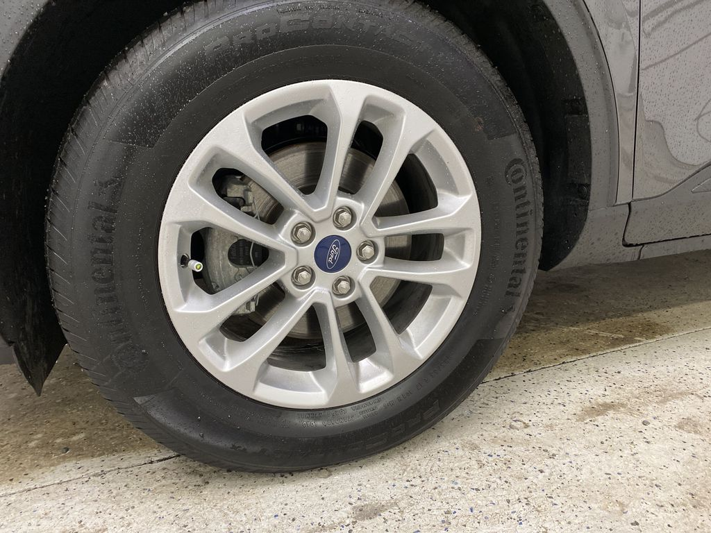 MAGNETIC 2020 Ford Escape Left Front Rim and Tire Photo in Dartmouth NS