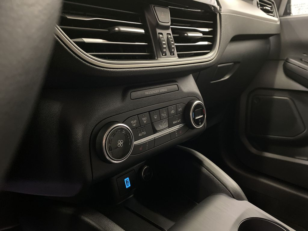 MAGNETIC 2020 Ford Escape Central Dash Options Photo in Dartmouth NS