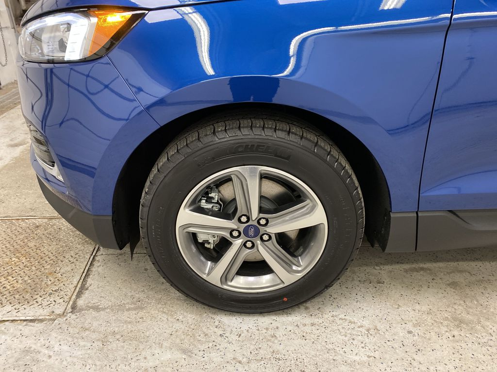 Blue[Atlas Blue Metallic] 2020 Ford Edge Left Front Rim and Tire Photo in Dartmouth NS