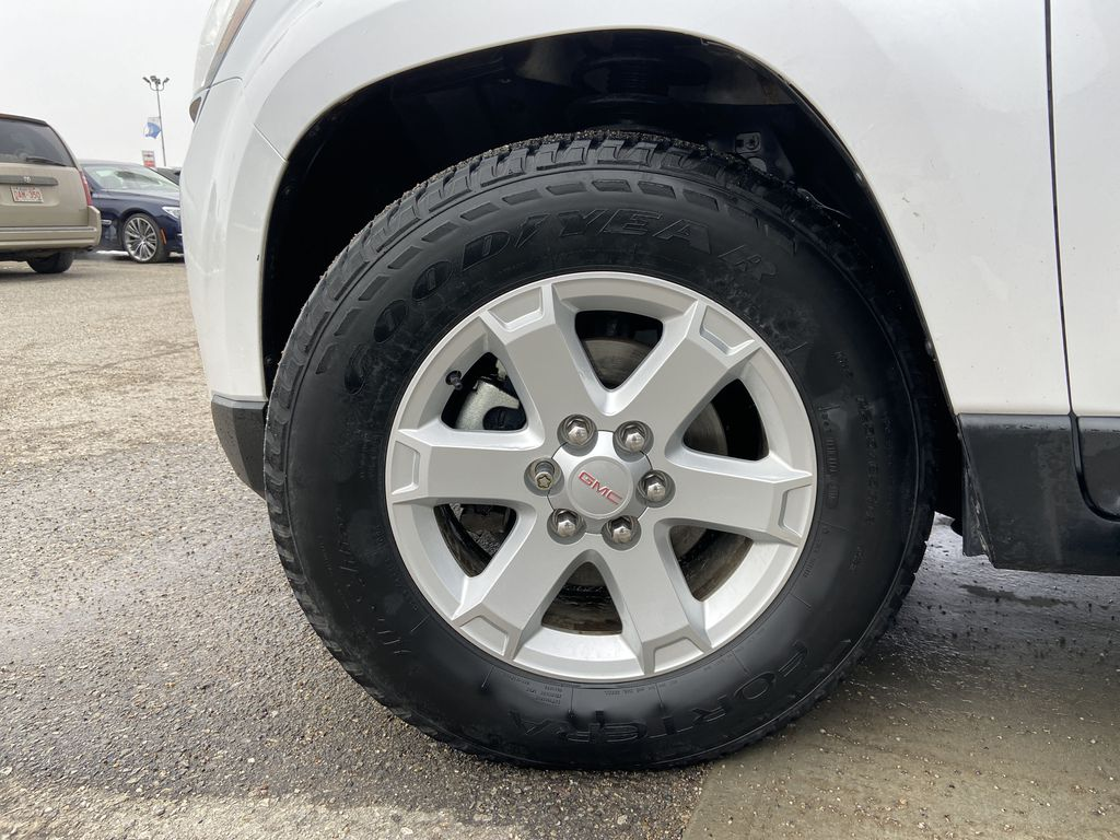 White[White Frost Tricoat] 2016 GMC Acadia SLE Left Front Rim and Tire Photo in Calgary AB