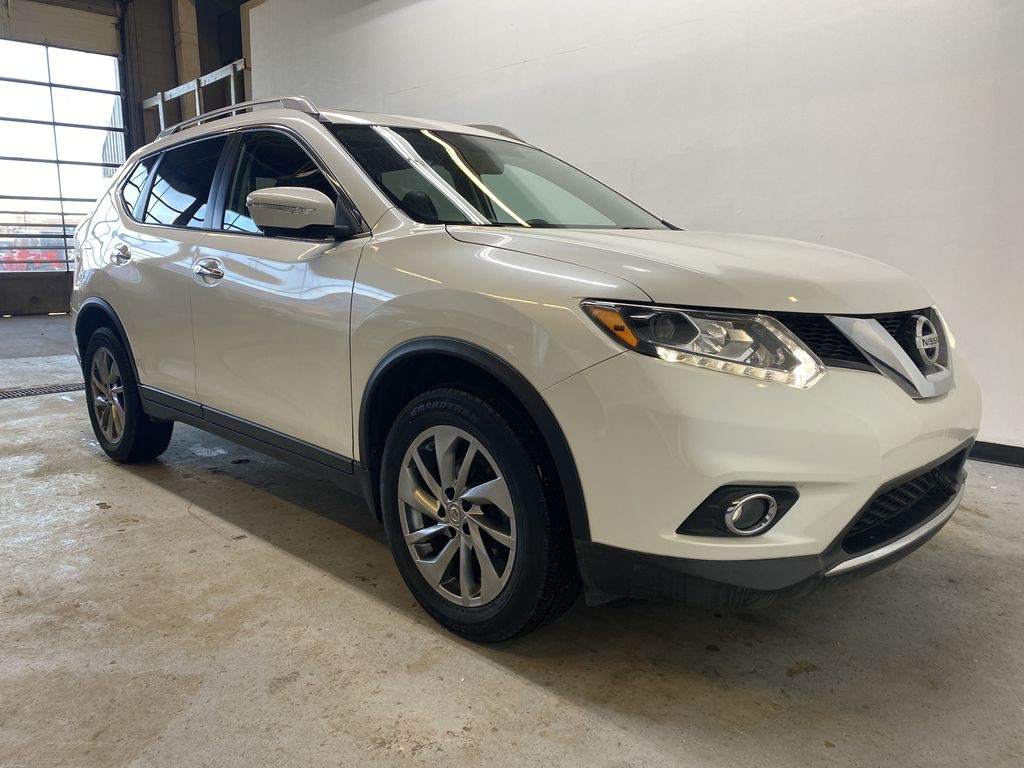 WHITE 2015 Nissan Rogue SL - Bluetooth, Backup Camera, Heated Front Seats Right Front Corner Photo in Edmonton AB