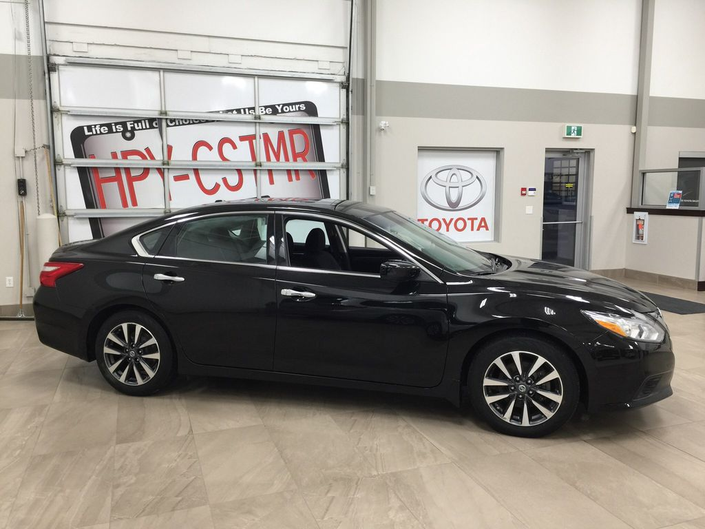 Black[Super Black] 2017 Nissan Altima Right Side Photo in Sherwood Park AB