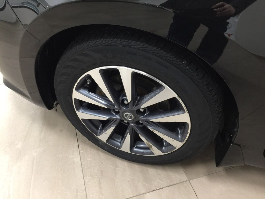 Black[Super Black] 2017 Nissan Altima Left Front Rim and Tire Photo in Sherwood Park AB