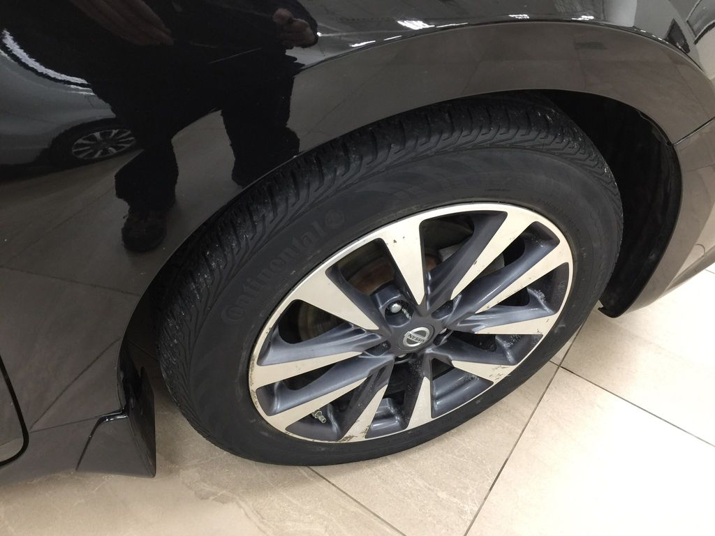 Black[Super Black] 2017 Nissan Altima Right Front Rim and Tire Photo in Sherwood Park AB