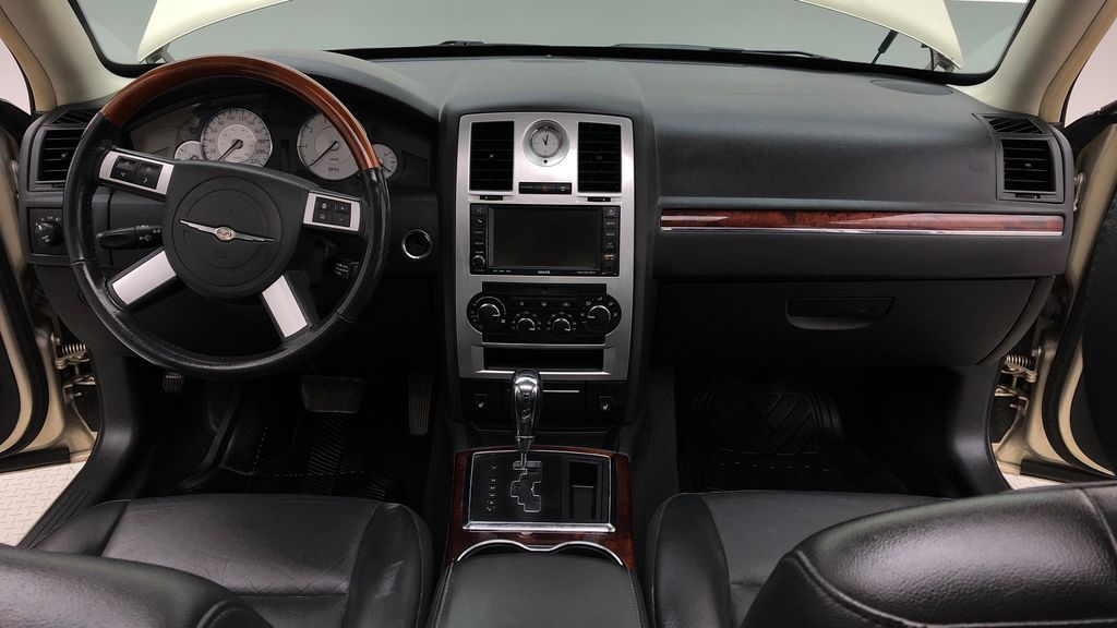 Gold[White Gold Pearl] 2010 Chrysler 300 Limited - Leather, Sunroof, SiriusXM Radio, CHEAP Central Dash Options Photo in Winnipeg MB