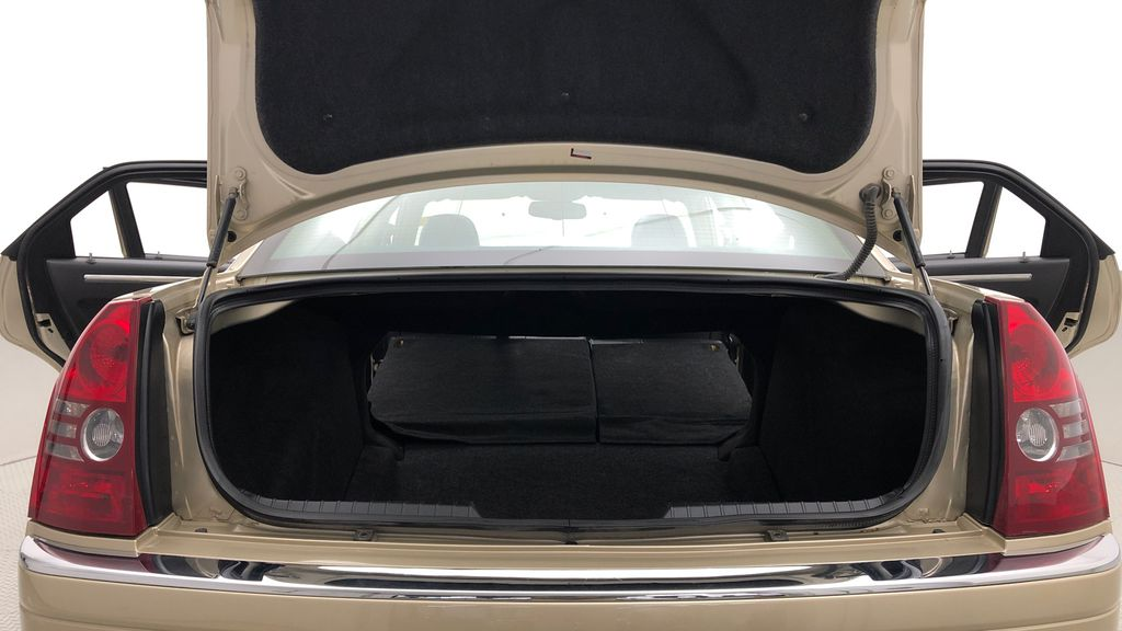 Gold[White Gold Pearl] 2010 Chrysler 300 Limited - Leather, Sunroof, SiriusXM Radio, CHEAP Rear Seat: Cargo/Storage Photo in Winnipeg MB