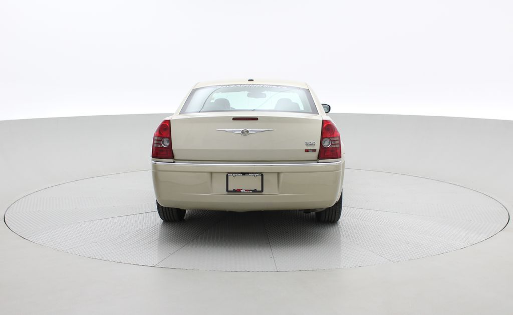 Gold[White Gold Pearl] 2010 Chrysler 300 Limited - Leather, Sunroof, SiriusXM Radio, CHEAP Rear of Vehicle Photo in Winnipeg MB
