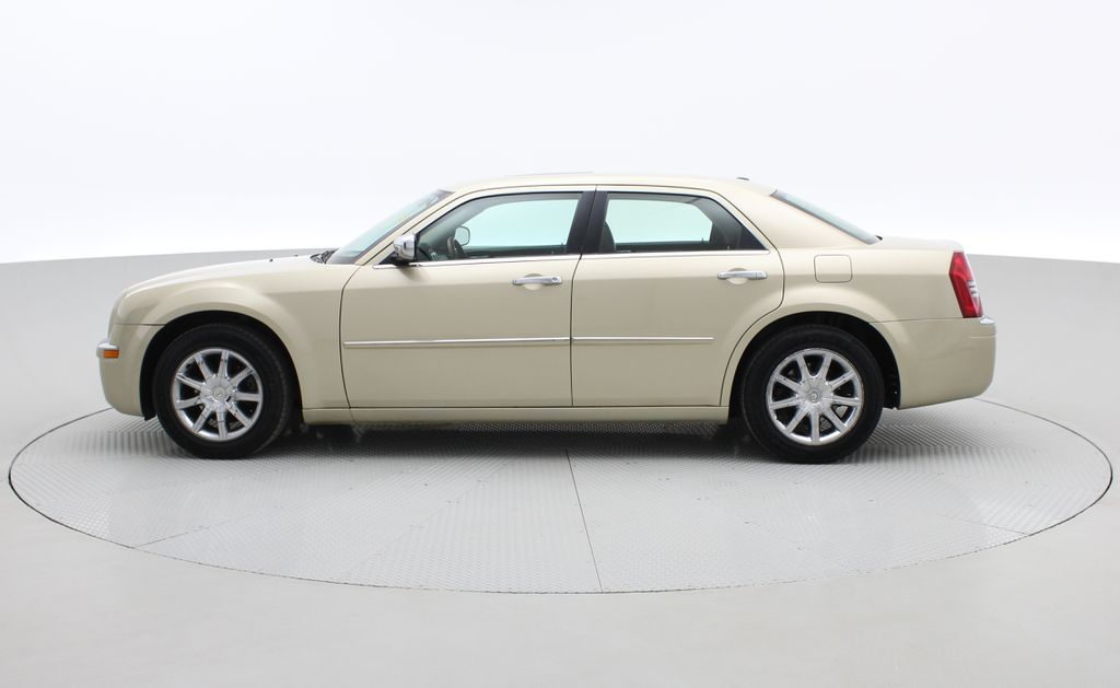 Gold[White Gold Pearl] 2010 Chrysler 300 Limited - Leather, Sunroof, SiriusXM Radio, CHEAP Left Side Photo in Winnipeg MB