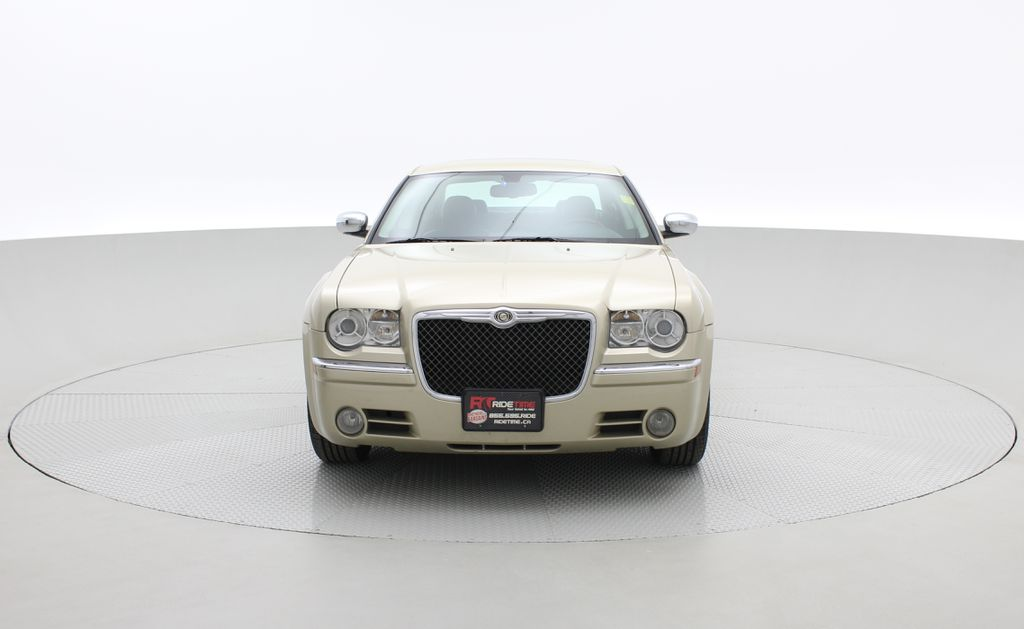 Gold[White Gold Pearl] 2010 Chrysler 300 Limited - Leather, Sunroof, SiriusXM Radio, CHEAP Front Vehicle Photo in Winnipeg MB