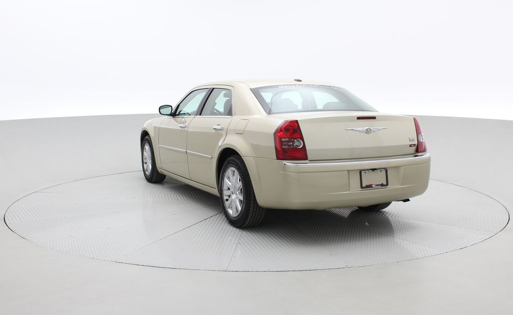 Gold[White Gold Pearl] 2010 Chrysler 300 Limited - Leather, Sunroof, SiriusXM Radio, CHEAP Right  Rear Corner Photo in Winnipeg MB